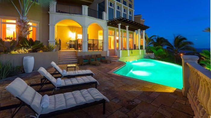 $2,350,000 Villa Pisa Island Home